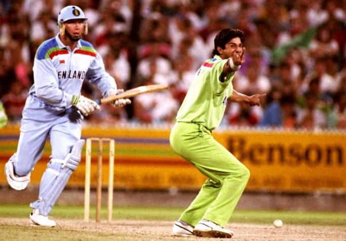 Akram's swing destroys Englishmen