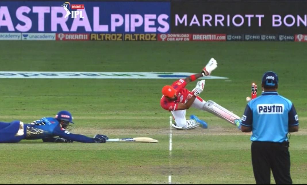 KL Rahul with an impressive glove work dismissed de Kock