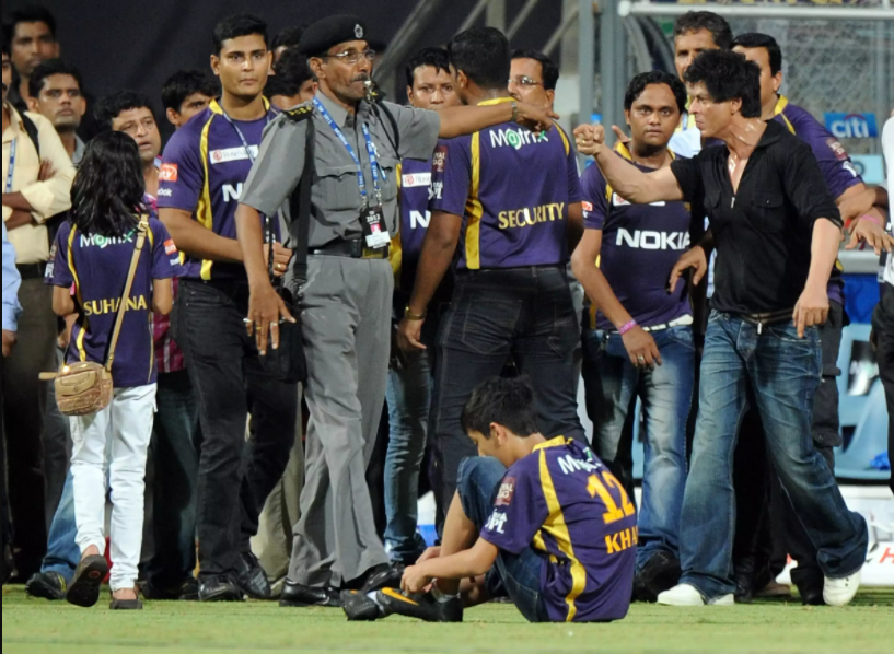 ShahRukh Khan verbal fight with security guard in Wankhede Stadium