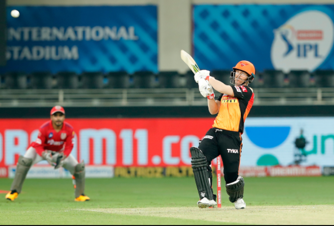 SRH vs KXIP | Warner reach his fifty in 37 deliveries