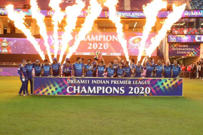 Mumbai Indians lifts IPL 2020 trophy