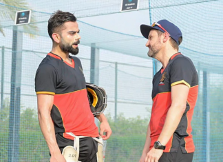 Mike Hesson and Virat Kohli
