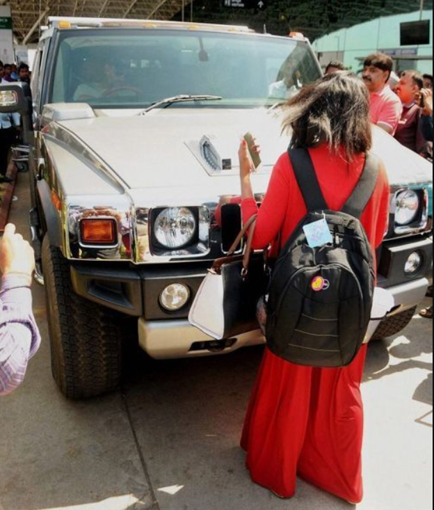 MS Dhoni owns the famous Hummer H2