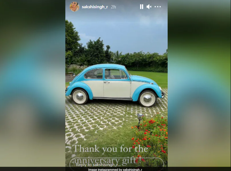 Sakshi Singh receives a car from MS Dhoni in their 11th wedding anniversary celebration