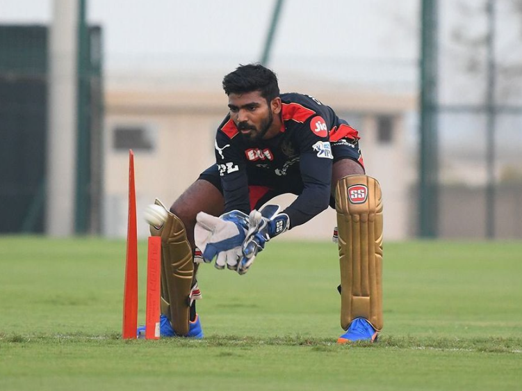 KS Bharat playing wicket keeping role in RCB team match